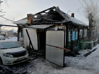Названа предварительная причина пожара с 4 погибшими в Ужуре: следователи возбудили уголовное дело
