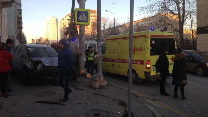 Малыш, пострадавший в аварии на Фурманова, начал самостоятельно есть