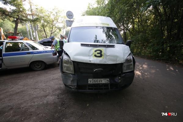 «Форд» с пассажирами ехал по маршруту № 3 на Северо-Запад Челябинска