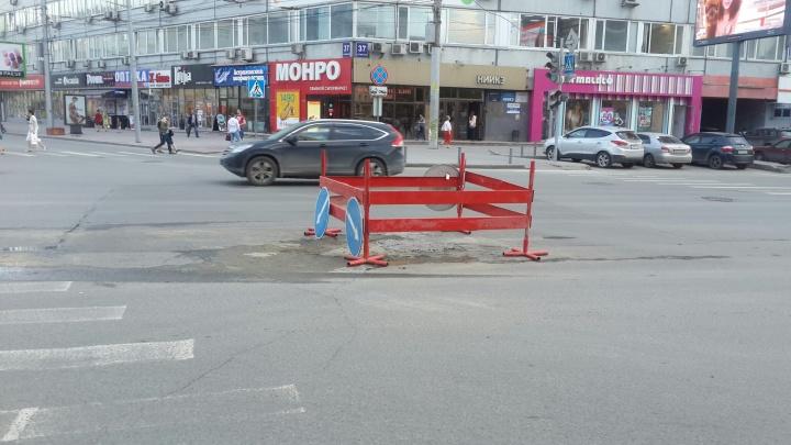 В центре Новосибирска опять начали ремонтировать перекрёсток, который уже заделали после потопа