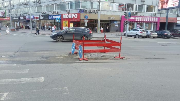 Сегодня перекрёсток Советской и Вокзальной магистрали опять раскопали — весной тут была серьёзная коммунальная авария