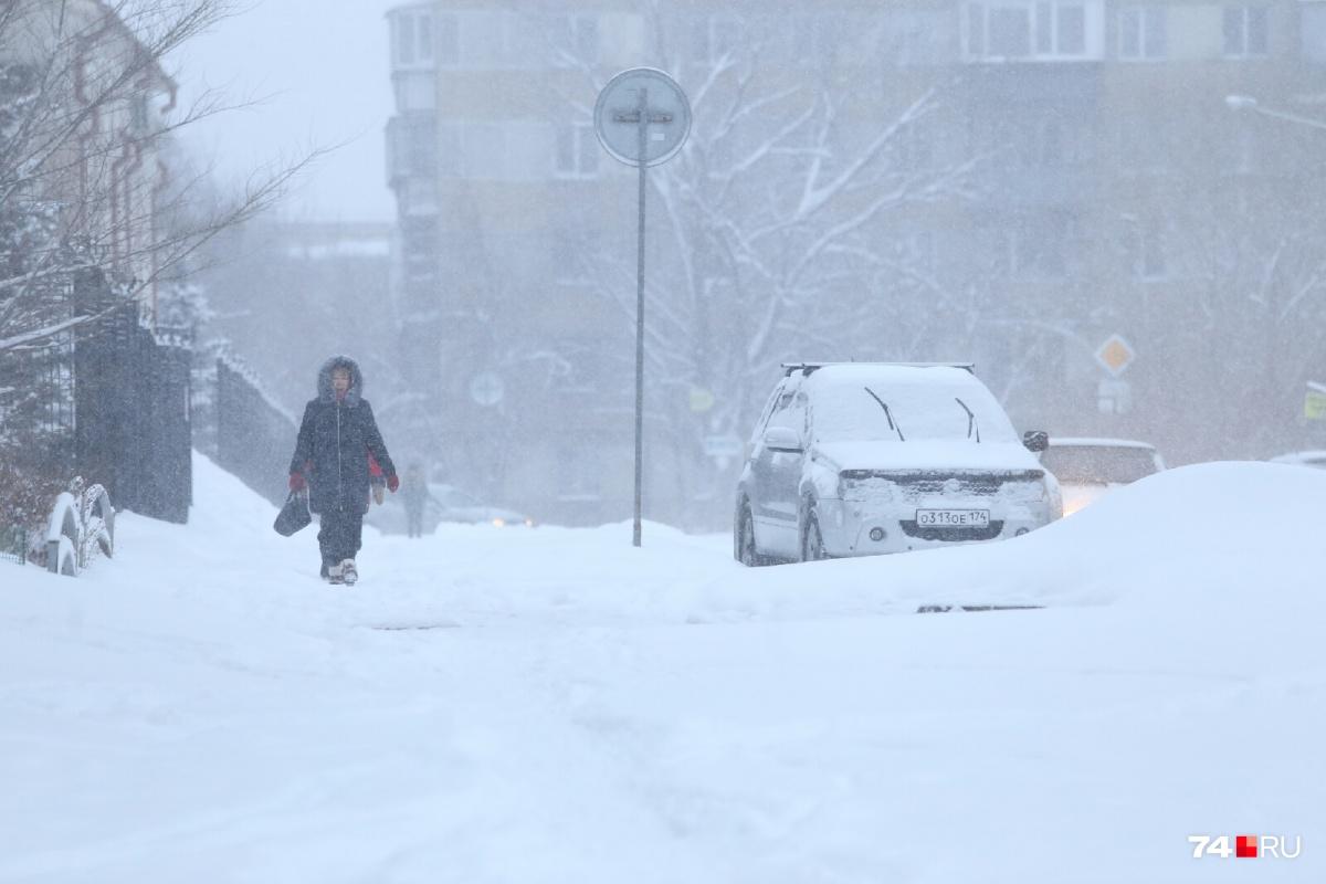 В понедельник ночью и утром Челябинск засыпало снегом, а к вечеру заметно похолодает