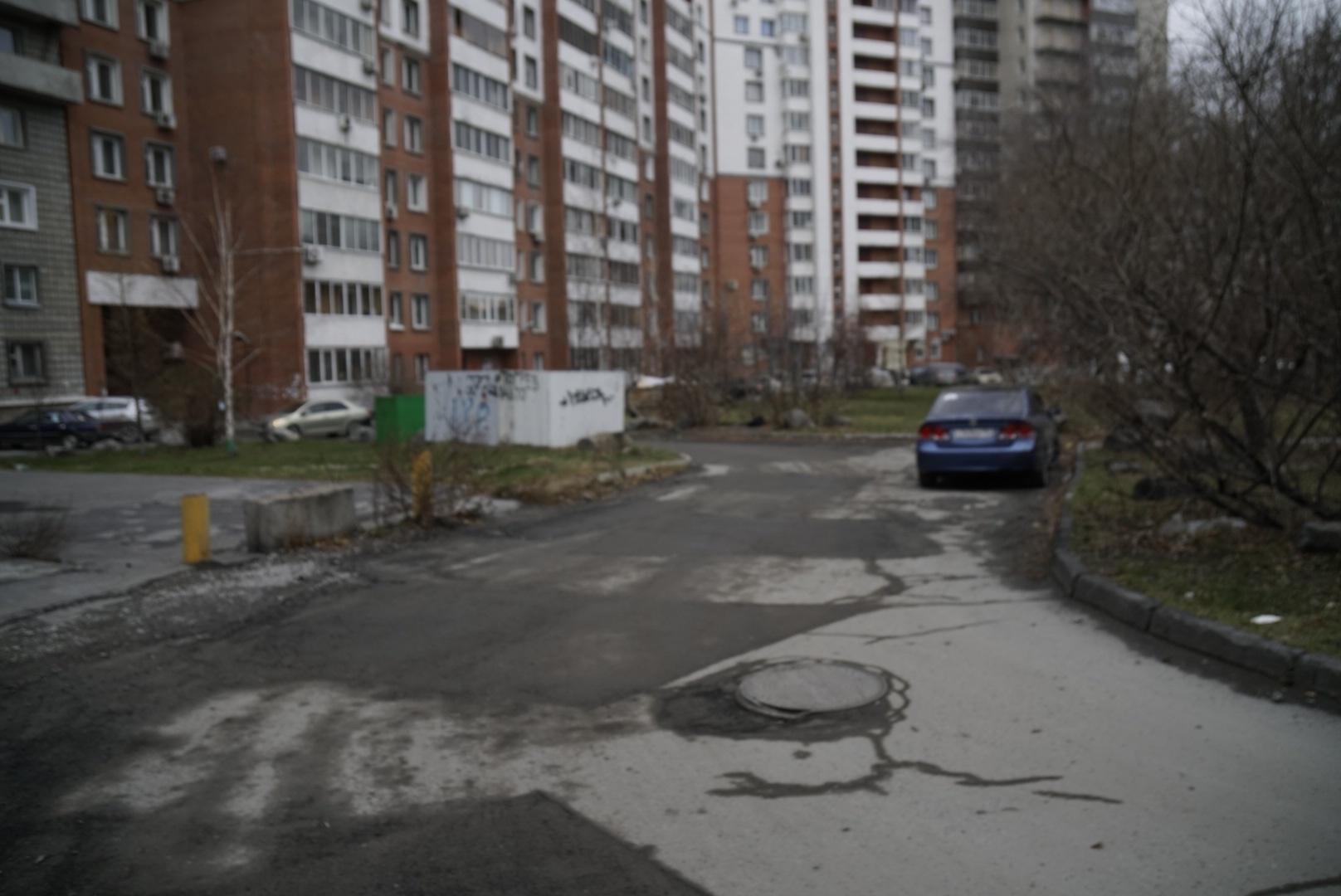 Ямы во дворе жилого дома ремонтировали по муниципальному контракту