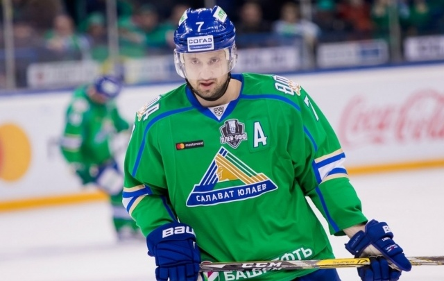 «Салават Юлаев» продлил контракт с нападающим команды