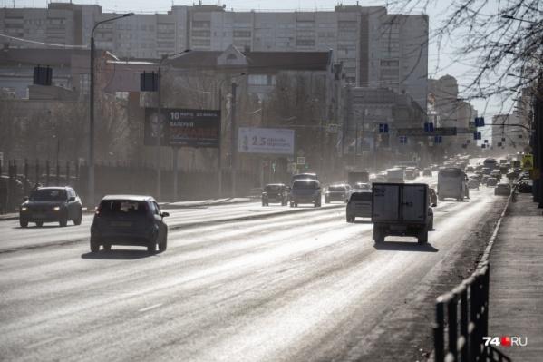 Горожане жалуются, что из-за пыли на дорогах в Челябинске сложно дышать