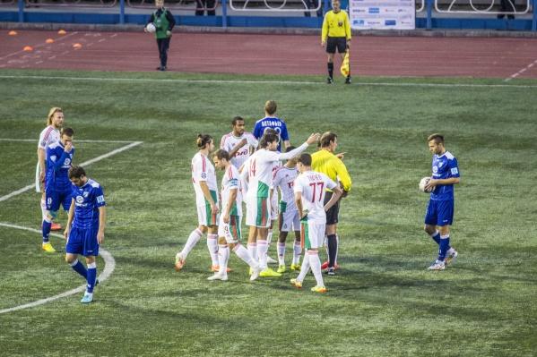 Губернатор Травников заявил, что в будущем ФК «Новосибирск» могут опять назвать «Сибирью». На фото — матч «Сибири» в 2014 году