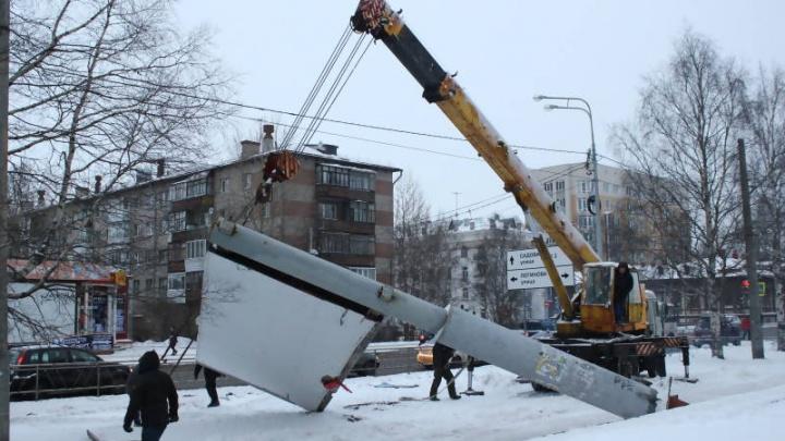 Антимонопольщики завели дело на администрацию Архангельска из-за незаконных рекламных щитов