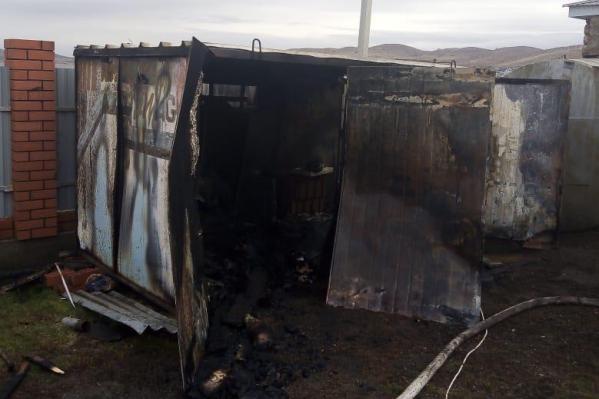 Будка почти полностью сгорела