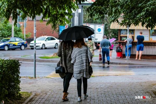 Не забудьте брать с собой зонты, когда будете собираться на улицу