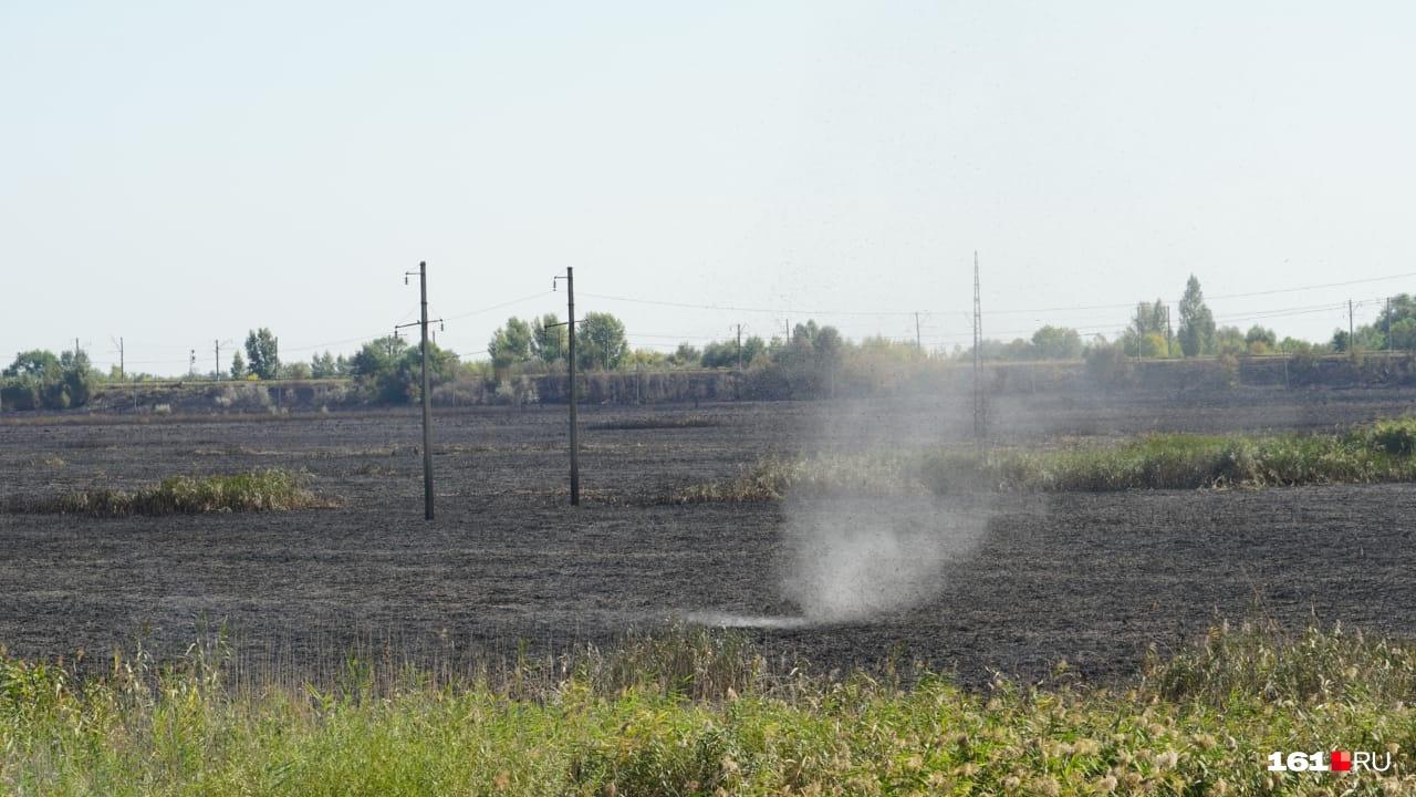 Кое-где еще вьется дымок — так бывает после полной ликвидации пожара