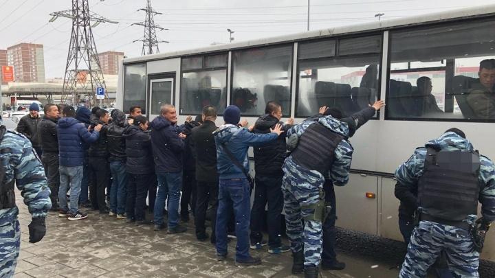 На «Таганском ряду» и Новомосковском рынке задержали более 150 нелегальных мигрантов