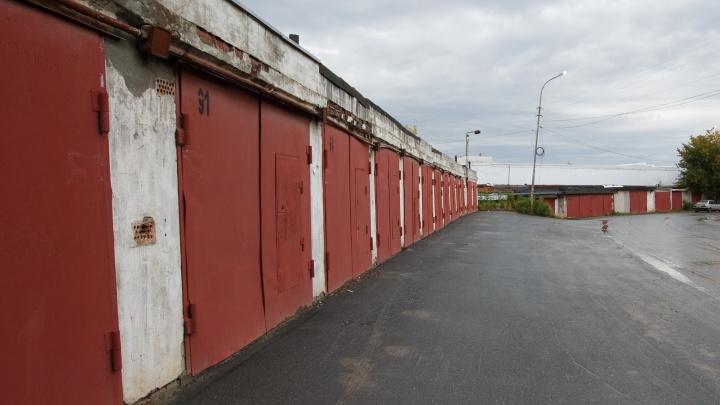 В тюменском гараже погиб мужчина: он надышался парами краски во время ремонта