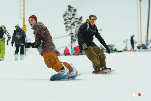 Часто екатеринбуржцы впервые встают на сноуборд именно на Уктусе