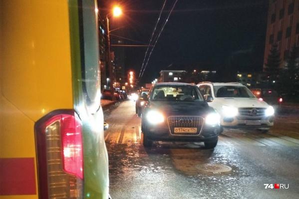 Авария произошла около восьми утра прямо напротив школы