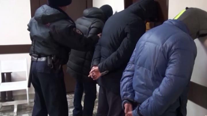 Вскрывали банкоматы и попали на видео: новосибирская полиция задержала трёх подозреваемых в краже