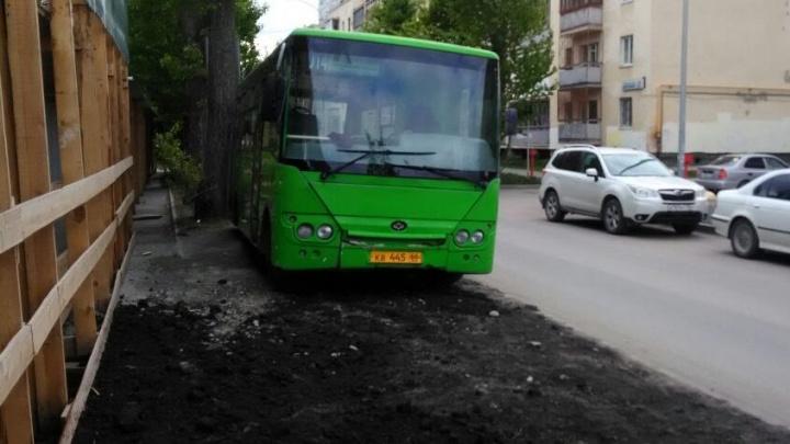 «Я паркуюсь как...»: урбанист Злоказов — про гряземеса на автобусе и парковщиков на велодорожках