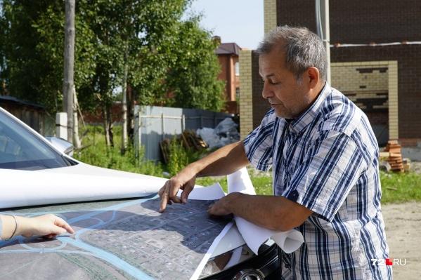 Житель Патрушева Евгений Марчик считает, что решение заводить четырехполосную дорогу (обход деревни Ожогино) в частный сектор — это вредительство