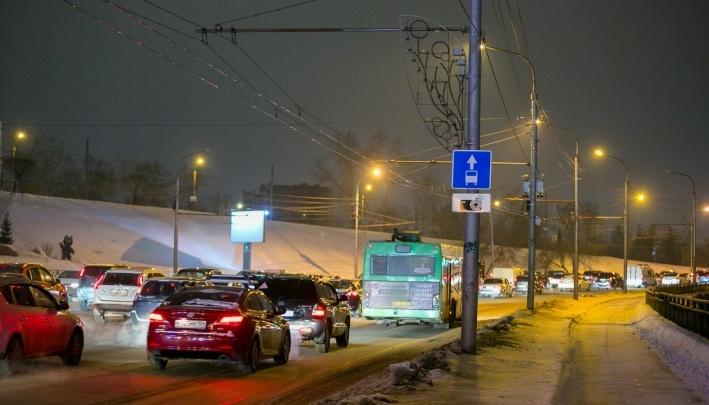 Пассажирка потребовала вернуть выделенную линию для автобусов на Металлургов
