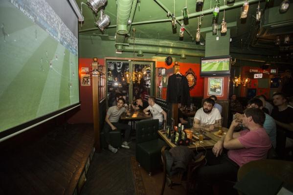 Представители баров отмечают, что новосибирцы выпили много литров пива во время просмотра матча Россия — Уругвай