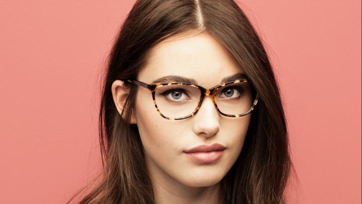 Время экономить: известная сеть оптики снизила цены на все очки до 50%