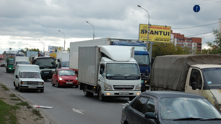 Площадь Калинина парализовали серьёзные пробки