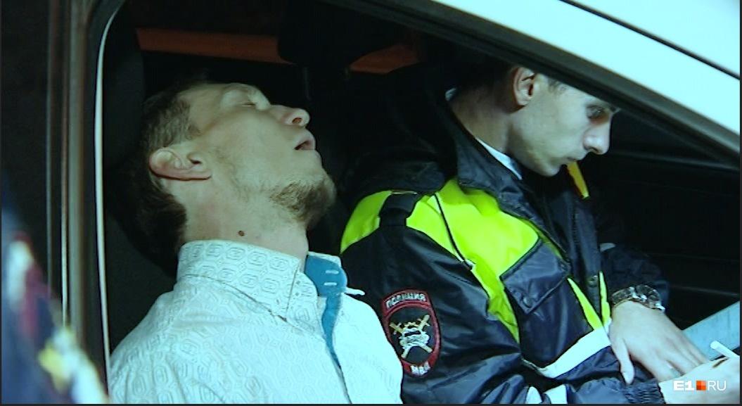 Когда мужчину оформляли, он несколько раз уснул