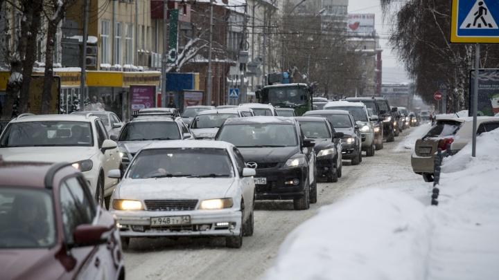 Должны по 300 тысяч: владельцам 25 роскошных машин насчитали максимальный транспортный налог