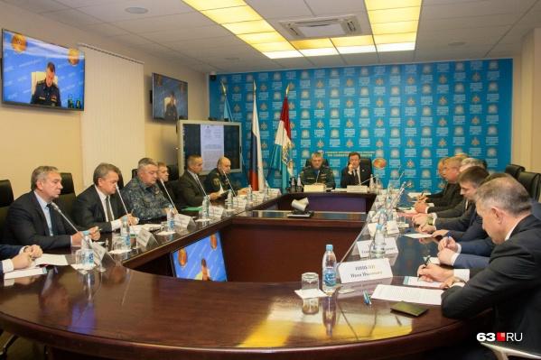 Самарский штаб возглавили губернатор Дмитрий Азаров и глава ГУ МЧС России по Самарской области Олег Бойко