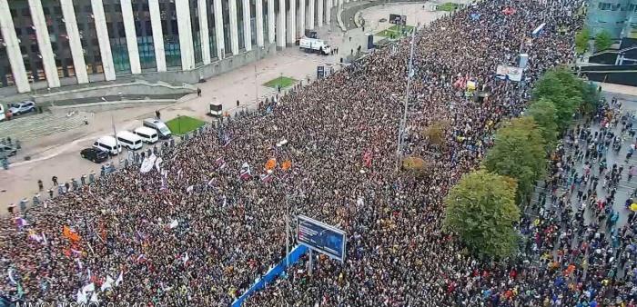 По официальным данным МВД, на митинг пришли не больше 20 тысяч человек