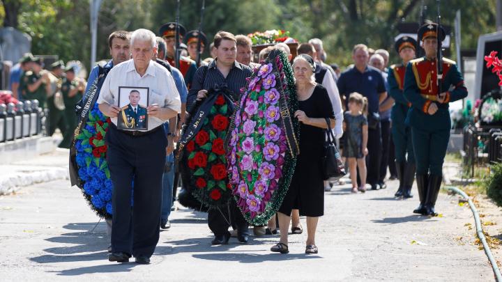 «Из-за другого офицера-десантника»: в Волгограде похоронили кандидата в облдуму Вадима Чистякова