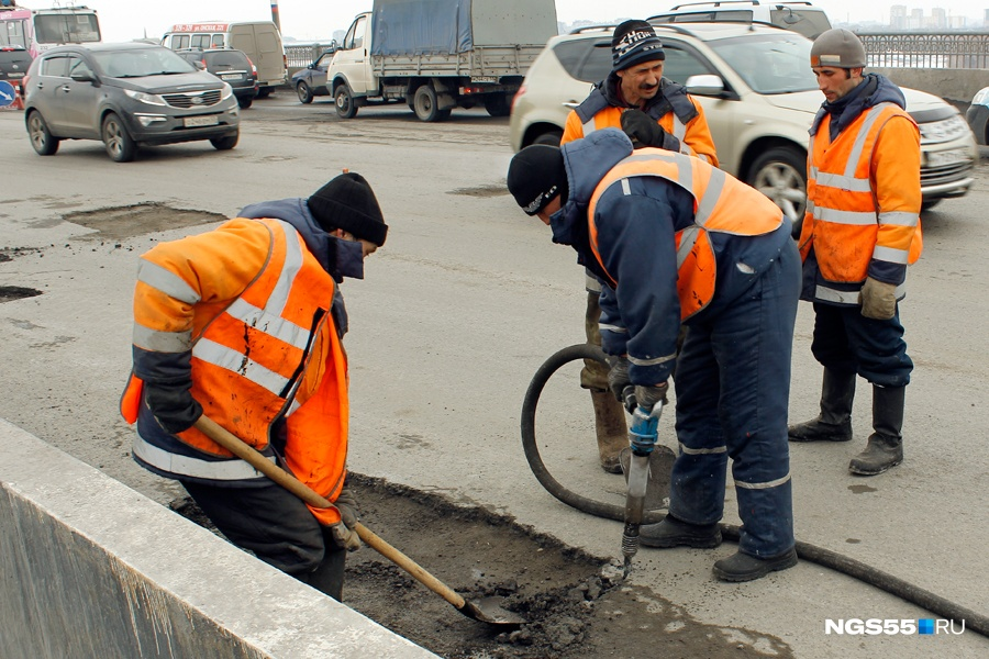 ВОмске починят одну из основных дорог вАмурском посёлке