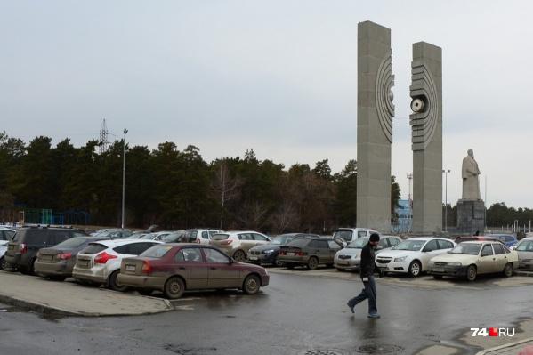 По словам урбанистов, они нашли решение всех пешеходных проблем,сохранив достаточное количество мест на парковке