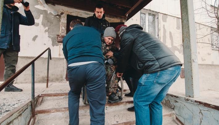 Проблему тюменского инвалида, который лишился пандуса во время капремонта, обещают решить в сентябре