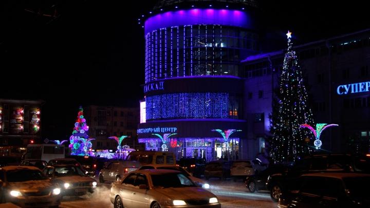 К Новому году Омск вновь украсят стилизованным символом «Ок»