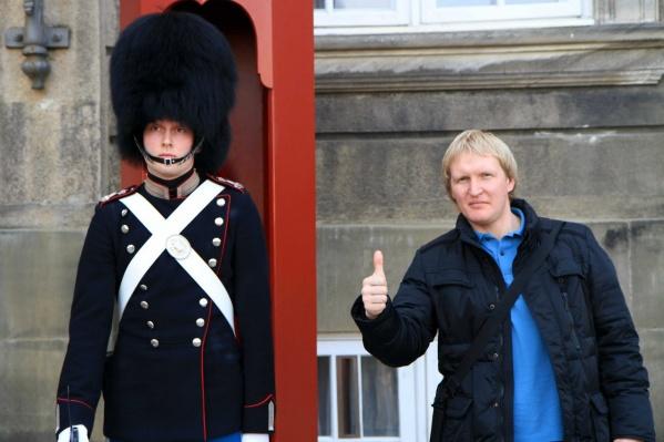 В Тюмень, как утверждают расследователи, Владимир летал по настоящему паспорту, а чтобы попасть в Европу, использовал фейковый загранник