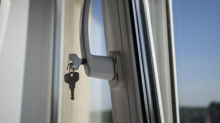 Новосибирец выпал из окна девятиэтажки на Северо-Чемском