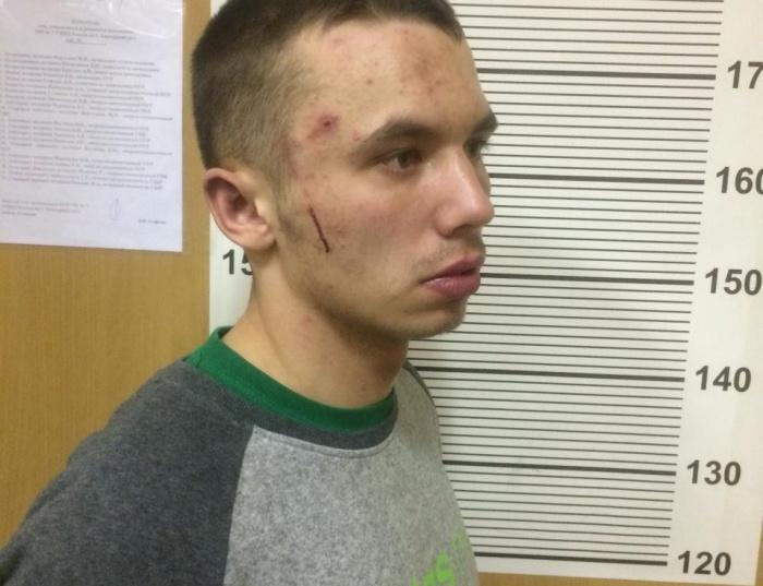В понедельник молодой человек ранил охранника магазина на Луначарского