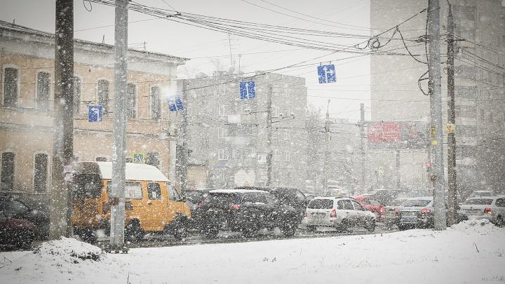 Сильный ветер и снегопад: южноуральцев предупредили о надвигающейся непогоде