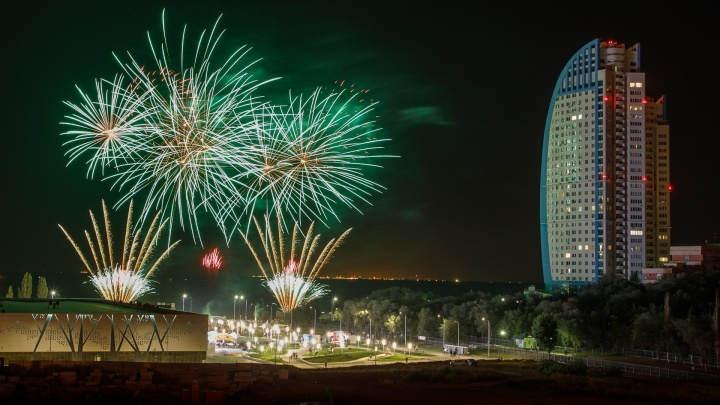 Тонны пиротехники: Волгоград готовится к грандиозному фестивалю салютов