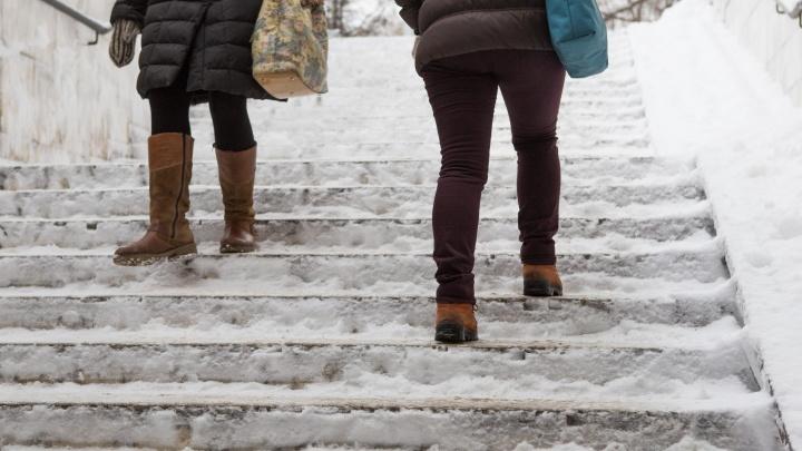 Больше сотни новосибирцев вызвали «скорую» после падений на опасных тротуарах