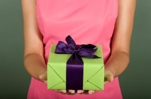 Инвестиции в 8 Марта: девушкам предложили подарки для мужчин, за которые не будет стыдно