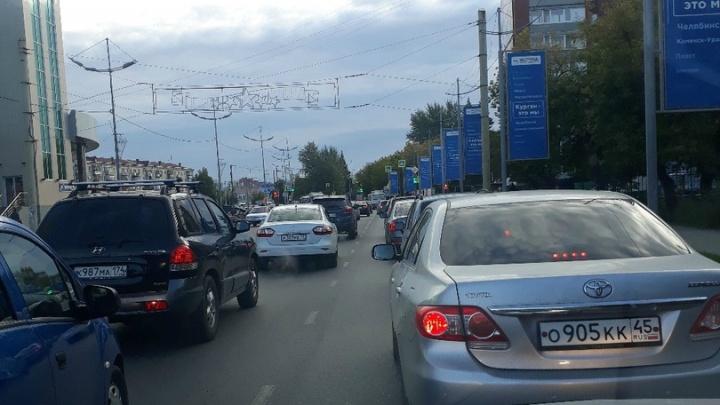 Курганцы жалуются на пробки возле «Пушкинского»