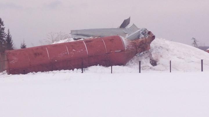 Упала из-за ветхости: в Прикамье рухнула водонапорная башня