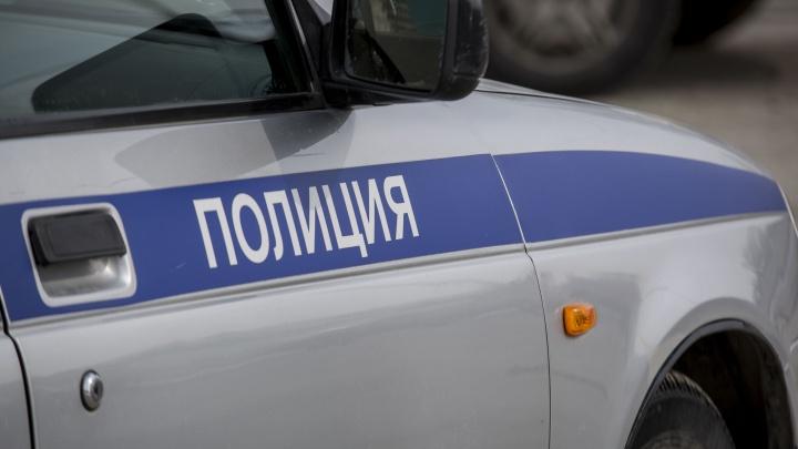 В припаркованной машине под Новосибирском нашли труп мужчины