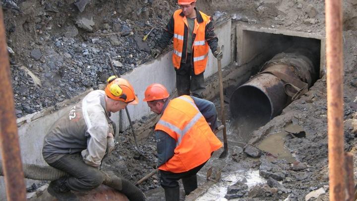 На Обводном канале в Архангельске частично перекрыли движение из-за ремонта теплотрассы