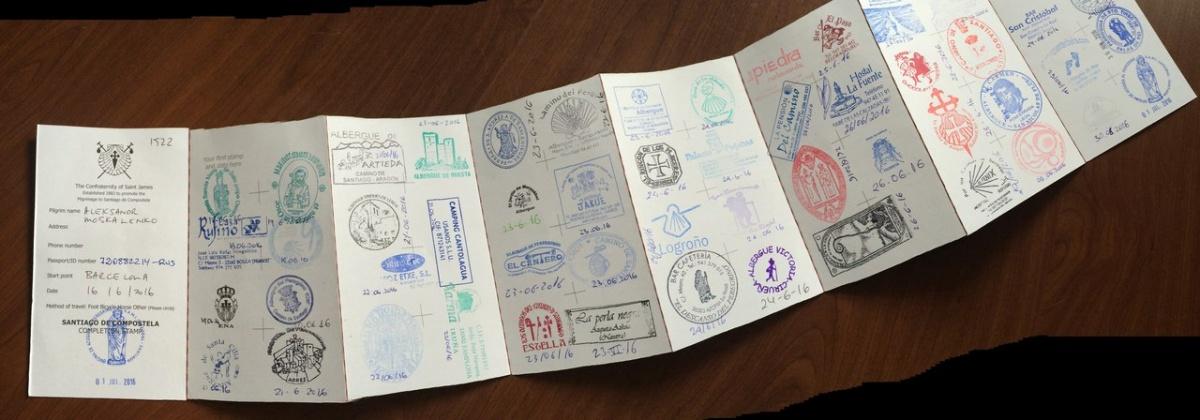 Паспорт паломника с отметками, которые ставят в храмах, встречающихся в пути
