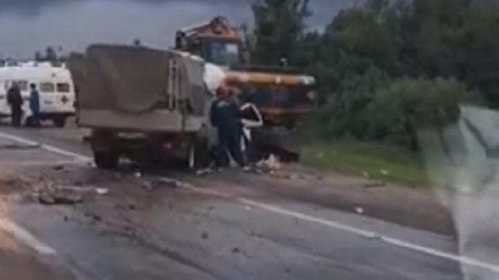 «На месте несколько машин скорой помощи»: первые сообщения от спасателей с места серьёзного ДТП