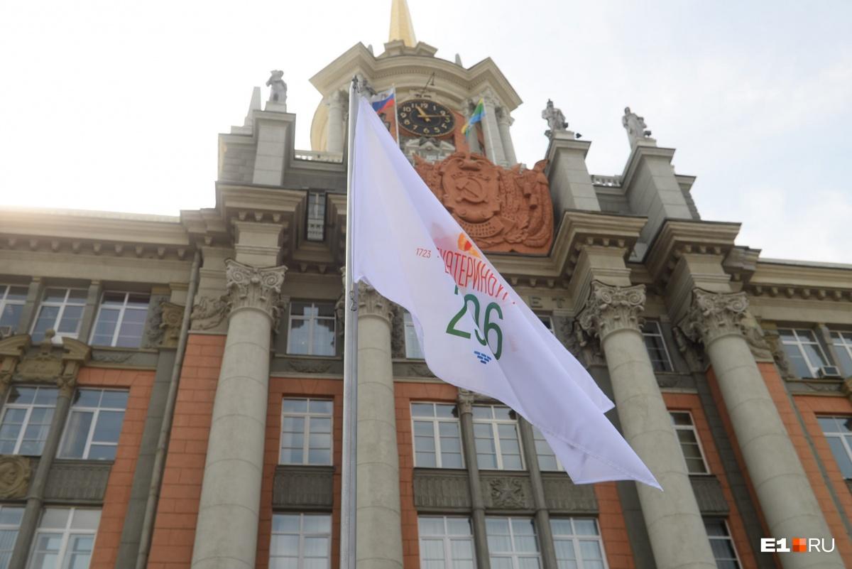 День города в Екатеринбурге закончился коротким салютом и длинными пробками