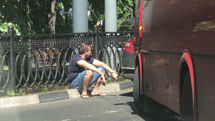 В центре Ярославля маршрутка столкнулась с легковушкой: на дороге пробка