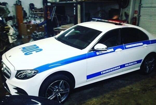 Повезет же кому-то: автопарк тюменской ГИБДД обновили новым Mercedes